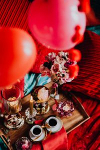 Kaboompics - Valentine's Day Breakfast in Bed: Coffee, flowers, tray, pillows, balloons,