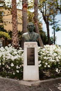 Kaboompics - Bronze bust honoring Salve D`Esposito in municipal park, Sorrento, Italy