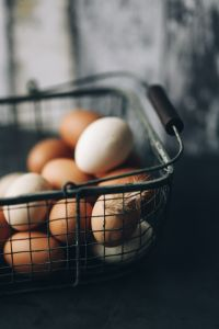 Kaboompics - Metal wire basket with eggs