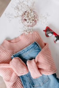 Kaboompics - Flat lay collage - women's modern casual outfit, pink sweater, jeans, sunglasses