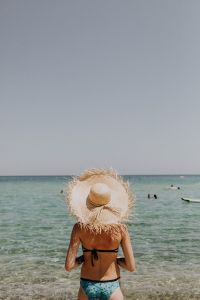 Kaboompics - The woman in the beach hat made of raffia