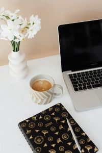 Kaboompics - Laptop - white flowers - organizer - pen & cup of coffee on marble table