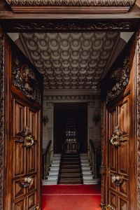 Kaboompics - Entrance to the hotel with beautiful wooden doors, Madrid, Spain