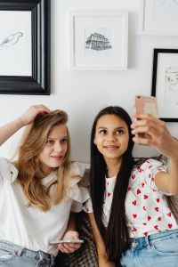 Kaboompics - Teenagers - young girls take a selfie photo