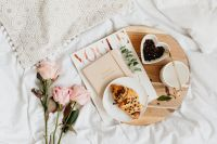 Kaboompics - Pink rosses - croissant - coffee - white bedding