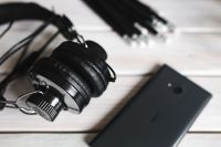 Kaboompics - Black smartphone and headphones