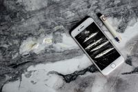 Kaboompics - Cocaine on a smartphone iPhone
