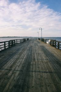 Kaboompics - Big wooden pier by the lake