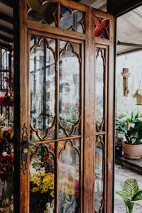 Kaboompics - Antique wooden doors