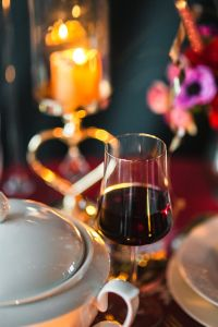 Kaboompics - Table Decorations for Valentine: Red Wine