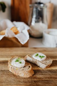 Kaboompics - Baguette with goat cheese and mint