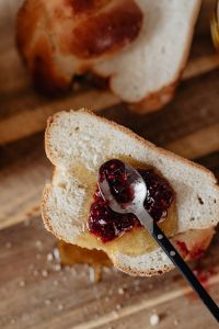 Kaboompics - Challah with honey and raspberry jam