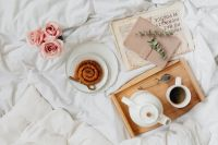 Pink rosses - cinnamon rolls - coffee - white bedding
