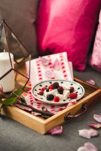 Kaboompics - Summer berries with a sweet dessert on a plate in a drawer