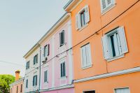 Kaboompics - Colourful tenement houses in Izola, Slovenia