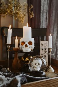 Halloween Decorations & Candles