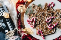 Kaboompics - Christmas ornament cookies
