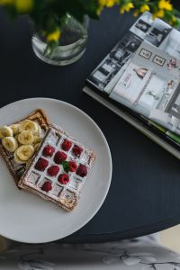 Kaboompics - Waffles with raspberries and banana