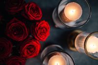 Kaboompics - Gold Lanterns with Red Roses