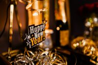 Kaboompics - New Year's Eve party - shiny golden decorations