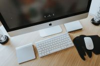 Kaboompics - White Apple iMac computer with elephant mousepad