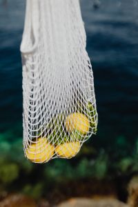 Kaboompics - Net String Shopping Bag with lemons