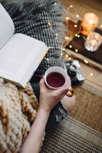 Kaboompics - Woman drinking tea and reading book