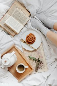 Kaboompics - Books - Coffee - Cinnamon Roll - Legs