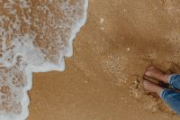 Kaboompics - Closeup of sand, feet and small wave