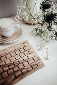Kaboompics - Wooden keyboard, coffee and flowers