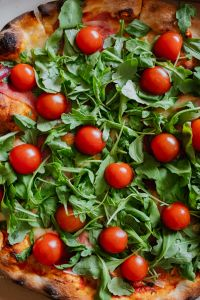 Kaboompics - Pizza with rucola and cherry tomatoes