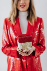 Kaboompics - Girlboss With a Gift