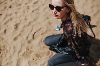 Kaboompics - Young woman wearing a leather jacket and sunglasses on the beach