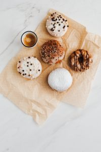 Kaboompics - Donuts & Pączki with fruit and coffee