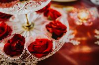 Table Decorations for Valentine: Red Roses
