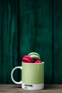 Kaboompics - Green and Pink Macaroons in Pantone mug