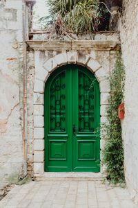Kaboompics - Green door of an old building in Rovinj, Croatia