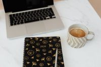 Kaboompics - Laptop - organizer - pen & cup of coffee on marble table