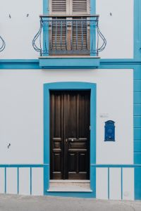 Kaboompics - White and blue house with beautiful wooden doors