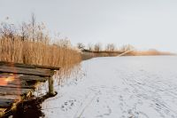 Kaboompics - Old pier on the frozen lake