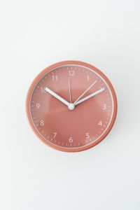 Kaboompics - Timekeepers - watch - hourglass - alarm clock