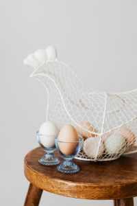 Kaboompics - Hen - shaped egg basket & glass egg holders