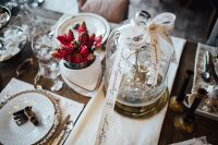 Kaboompics - Table decorations with golden motifs and red flowers