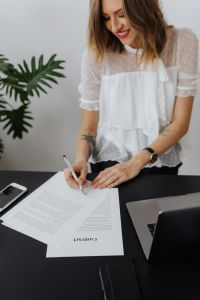 Kaboompics - A businesswoman signs a contract
