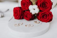 Kaboompics - Red roses and gold rings on white marble