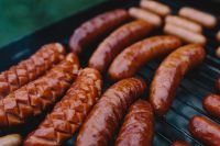 Kaboompics - Sausages on the grill