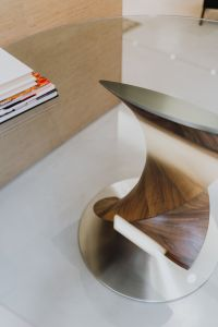 Kaboompics - Detail of glass and wood table