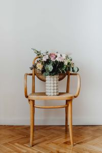 Kaboompics - Beautiful bouquet of flowers on a wooden chair