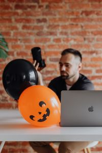 Kaboompics - The photographer works at his desk during Halloween