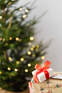 Kaboompics - Christmas decorations - gifts - lights - tree